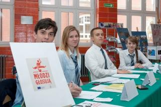 """Młodzi głosują, wybory do """"Młodzieżowej Rady Miasta"""" - 05 października 2015"""