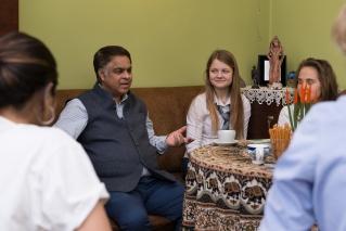 Wizyta Pana A. S. Takhi – chargé d'affaires Ambasady Indii,  wraz z nauczycielką jogi Panią Kirti Gahlawat